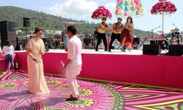 Milyon dolarlık Hint düğününün kına töreni için ada kapatıldı