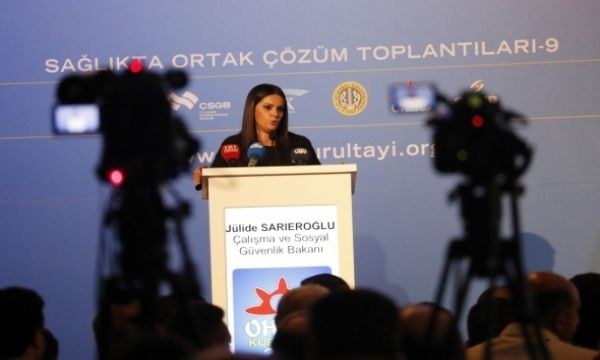 Çalışma Bakanı ve Sosyal Güvenlik Bakanı canlı yayında açıkladı! Memurlara müjdeli haber