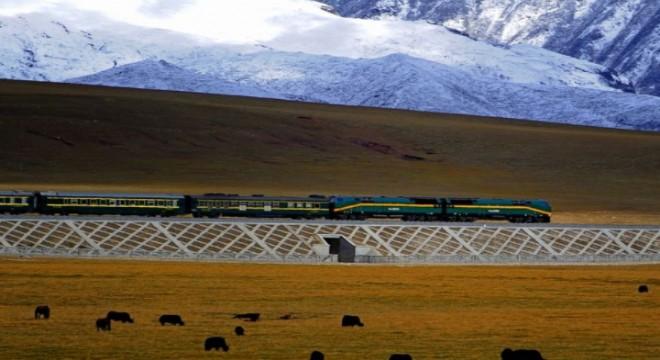 Çin, 3 bin metre yükseklikte yol alan hızlı tren yolcularına oksijen veriyor
