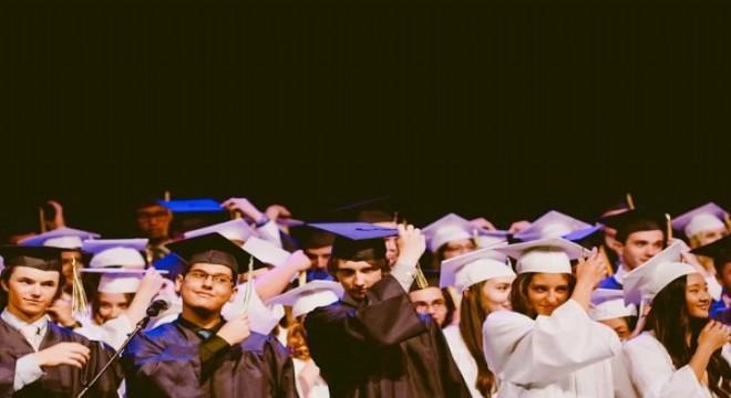 46 yıldır 48 bin burs ile başarılı üniversite öğrencilerine destek oluyor