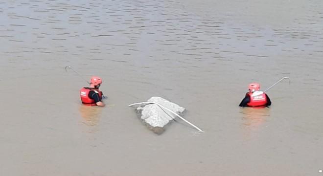 AKUT, Rize sel felaketinde 16 vatandaşı güvenli alana tahliye etti