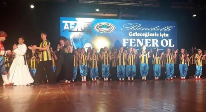 Büyük Önder Mustafa Kemal Atatürk'ün, Fenerbahçe Kulübünü ziyaretinin 101. yılı anısına Ankara Fenerbahçeli İş İnsanları Derneği'nin (AFİDER) katkılarıyla, Ankara Halk Oyunları Gençlik ve Spor Kulübü Derneği oyuncuları tarafından, 'Anadoluya borcum var' temalı gösteri sergilendi.