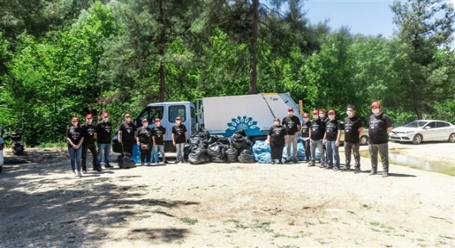 Çevre için bir araya gelen Eker çalışanları, 3500m2 ormanlık alanda 1 kamyon çöp topladı