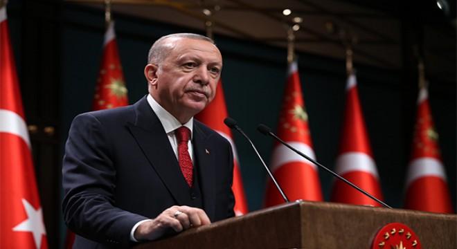 Cumhurbaşkanı Erdoğan, KKTC ziyareti öncesi gazetecilerle bir araya geldi
