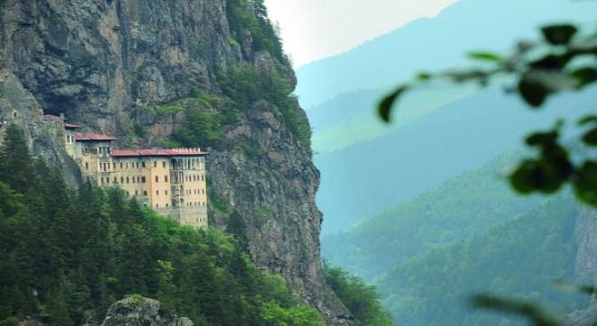 Cumhurbaşkanı Erdoğan, cami ve manastır açtı