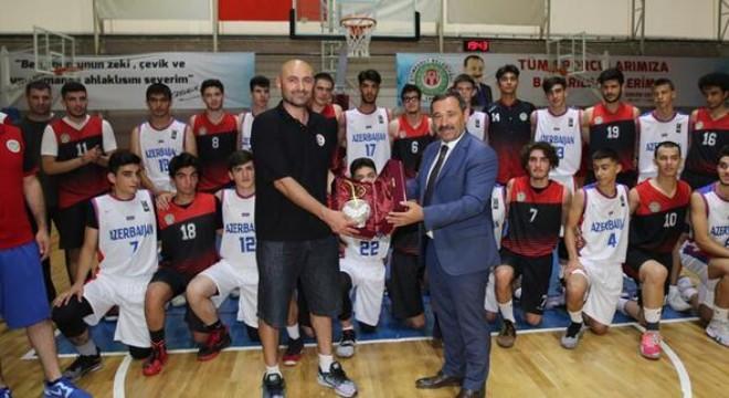 Etimesgut Belediyesi U-18 Basketbol takımı, ülkemize kamp yapmaya gelen Azerbaycan U-16 Basketbol Milli takım ile hazırlık maçı oynadı. Dostluk havasında geçen maçı, Etimesgut Belediyespor 74–63 kazandı.