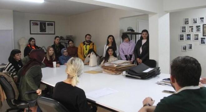Başkent'te 6 yıl aradan sonra düzenlenecek olan Ankara Moda Haftası (Ankara Fashion Week) etkinlikleri kapsamında, moda sektörüne genç yetenekleri kazandırmayı amaçlayan 'Geleceğin Modacıları Tasarım Yarışması' finalistleri bilgilendirme toplantısı yapıldı.