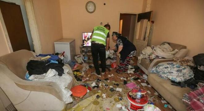 İki evden 45 ton çöp çıkarıldı