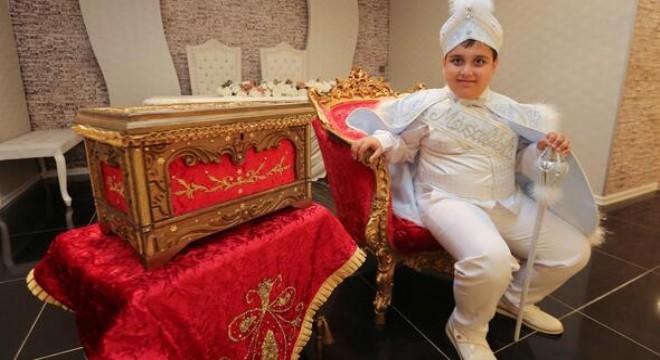 Yenimahalle Belediyesi, İsmail-Sıdıka Canbaz çiftinin 8 yaşındaki otizm hastası oğlu Kemal'in sünnet düğünü hayalini gerçeğe dönüştürdü.