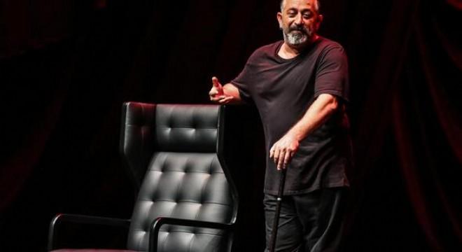Cem Yılmaz, Ferhan Şensoy, Erkan Can ve Günay Karacaoğlu'nun da aralarında bulunduğu birçok usta komedyenin sahneye çıkacağı Uluslararası Ankara Komedi Festivali 1-17 Kasım tarihleri arasında düzenlenecek. Festivalin açılışını yapacak olan Cem Yılmaz'ın, 'CMYLMZ-Diamond-Elite-Platinum-Plus'
