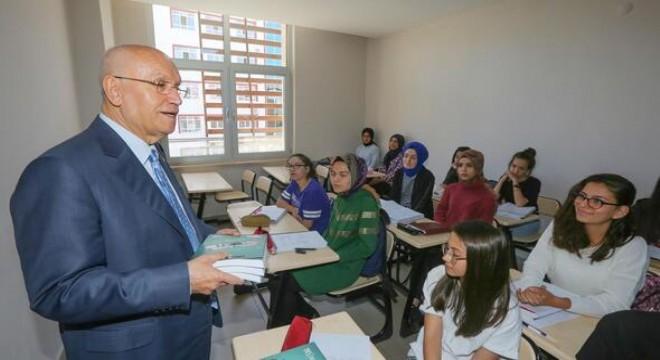 Yenimahalle Belediyesi, ortaöğretim, lise ve mezun öğrencilere destek amacıyla ücretsiz eğitimler verdiği Eğitim Destek Merkezlerine yenilerini eklmeye devam ediyor.