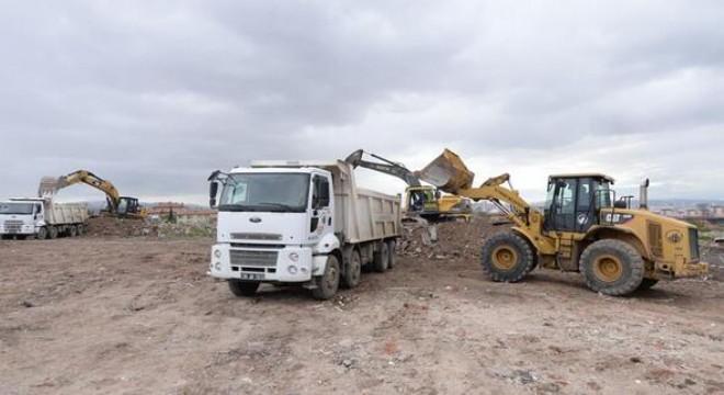 Altındağ Belediyesi, Önder Mahallesi'nde 2 ayda 4 bin kamyon moloz kaldırdı.