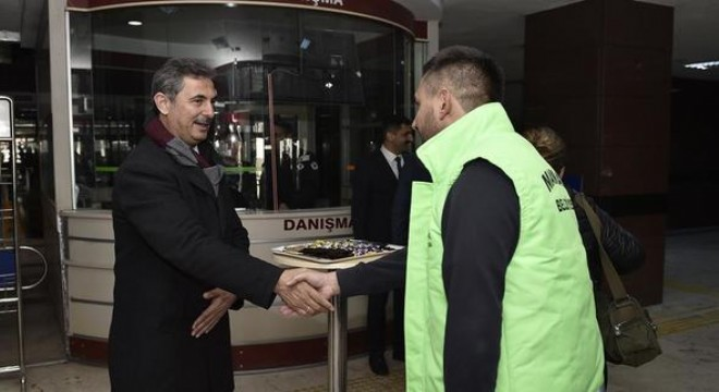 Personel ve vatandaşı kapıda karşıladı