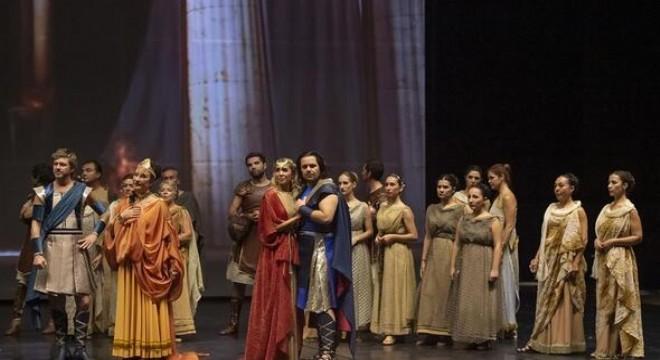"""Devlet Opera ve Balesi (DOB), 2018-2019 sanat sezonunda, 194 eser ve konserle 608 kez """"perde"""" dedi, 325 bini aşkın sanatsevere ulaştı."""