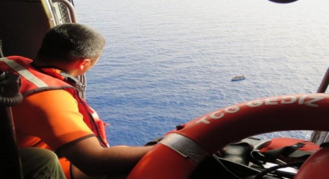 Türk savaş gemisinden Akdeniz'de göçmen kurtarma operasyonu